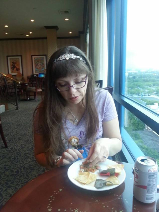 Eating midday snackage in the exclusive Club.  BFF loved their homemade chips and salsa...mmmmmm